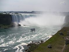 Book your next ride with Pearson Express Limo from pearson to Niagara Falls with our luxury limo. We offer reasonable prices and you can book on call. Ground Transportation, Transportation Services, Luxury Van, Thousand Islands, Bons Plans, Blue Mountain, Limo, New York, Niagara Falls