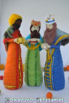 by CoxayuyoArtesanias on Etsy Felt Christmas Ornaments, Christmas Nativity, Christmas Crafts, Christmas Decorations, Wet Felting, Needle Felting, Diy Waldorf Toys, Moldes Halloween, Diy Nativity
