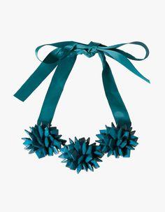 Stradivarius Flower and bead necklace 6,99
