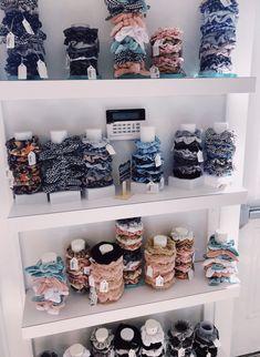 DIY - Easy and Stylish Jewelry Organizer Ideas 2019 - Wewer Fashion Jede Frau od. - DIY – Easy and Stylish Jewelry Organizer Ideas 2019 – Wewer Fashion Jede Frau oder … – DIY - Scrunchies, Stylish Jewelry, Cute Jewelry, Funky Jewelry, Organizer Box, Accesorios Casual, Diy Accessoires, Look Retro, Aesthetic Room Decor