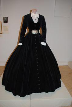 Royal Dresses, Old Dresses, Vintage Dresses, Vintage Outfits, Victorian Fashion, Vintage Fashion, Empress Sissi, Fantasy Gowns, 19th Century Fashion