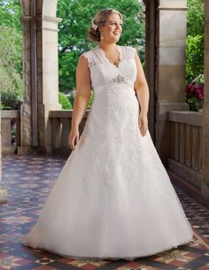 Trendy Wedding Gowns Lace Plus Size Curvy Bride Ideas Wedding Dresses For Curvy Women, Plus Size Wedding Gowns, Evening Dresses Plus Size, Mature Bride Dresses, Plus Size Brides, Wedding Dress With Pockets, Full Figure Wedding Dress, Curvy Bride, Wedding Looks