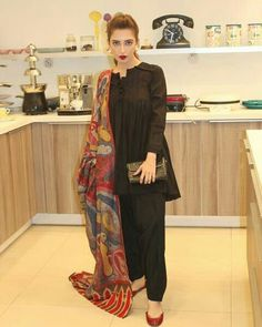 Stylish Dresses For Girls, Stylish Dress Designs, Simple Dresses, Casual Dresses, Simple Pakistani Dresses, Pakistani Dress Design, Pakistani Fashion Party Wear, Pakistani Outfits, Pakistani Casual Wear