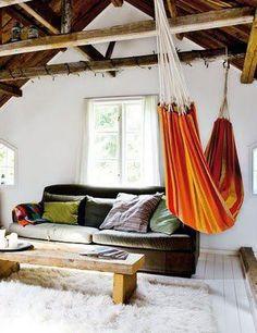 Who said hammocks have to go outside? Hang one in your living room for a perfect relaxing spot! | ¿Quién dijo que las hamacas solo se usan afuera? Guinda una en tu sala de estar y tendrás un lugar perfecto para relajarte