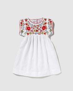 Vestido de niña Bass 10 en blanco con bordados Baby Girl Dresses, Baby Dress, Little Girl Outfits, Kids Outfits, Baby Girl Fashion, Kids Fashion, Mexican Dresses, Little Fashionista, Cute Baby Clothes