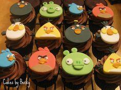 Google Image Result for http://3.bp.blogspot.com/-Arbr-lMRLy8/TrS18EEYHnI/AAAAAAAAA2g/3SCYJBZ40SU/s1600/Angry%252BBirds%252BCupcakes.jpg