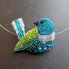 Geborduurde vogel blauw-groen - borduurwerk Haute Couture - juweel textiel kraag