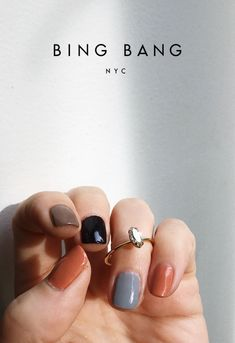 Want some ideas for wedding nail polish designs? This article is a collection of our favorite nail polish designs for your special day. Stylish Nails, Trendy Nails, Cute Nails, Minimalist Nails, Nail Polish Designs, Nail Designs, Hair And Nails, My Nails, Multicolored Nails