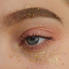 Trendy Makeup Glitter Gold Eyeliner - My ideas Makeup Goals, Makeup Kit, Makeup Inspo, Makeup Inspiration, Beauty Makeup, Makeup Hacks, 60s Makeup, Makeup 2018, Sleek Makeup