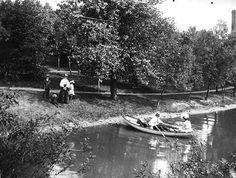 Mrs. Munson and children at Como Park, St. Paul, 1900. Format: negative