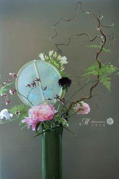 Ikebana, Cylinder Vase, Vases, Modern Floral Design, Planting Flowers, Floral Arrangements, Glass Vase, Mix Media, Ohana