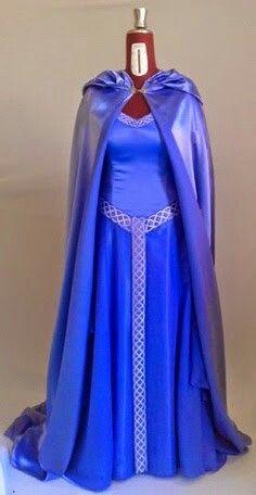 Vestido y capa con aire elfico