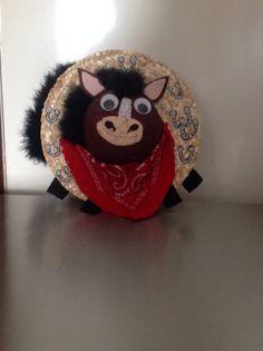 Straw hat horse wreath
