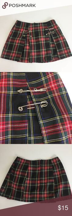 """90's VTG LIPSERVICE Women's Skirt Pleated Plaid 90's VTG LIPSERVICE Women's Skirt - SZ M (JR) - Pleated Plaid Safety Pin Mini  Size: Medium (jr) Materials: Cotton/rayon  Back Zip   Measurements (approximate)  Waist : 28"""" Length: 13""""  In excellent condition - no flaws to note Lip Service Skirts Mini"""