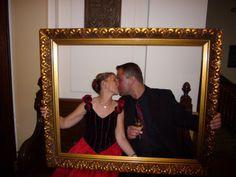 Sie auf der Hochzeit innig küssen, diesen Augenblick möchte ich niemals mehr missen. Gefeiert haben wir im Großen mit Rotkäppchen Sekt drauf angestoßen.