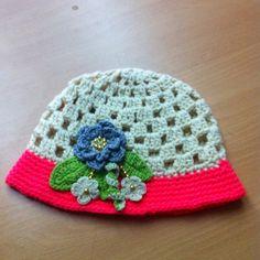 Gorro con ala crochet