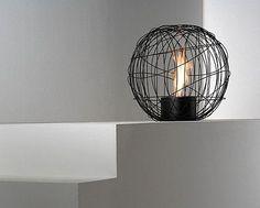 Nest, cheminée design au bi-éthanol existe en 3 couleurs: Blanc, Noir ou Rouge