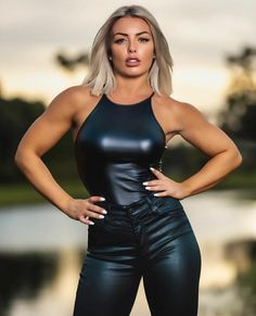 Wrestling Divas, Women's Wrestling, Wrestling Superstars, Leather Tights, V Instagram, Wwe Female Wrestlers, Leder Outfits, Wwe Girls, Wwe Womens