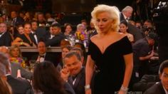La cara de Di Caprio cuando Lady Gaga fue a recibir su premio, el hit de las redes sociales - Otros Artistas http://befamouss.forumfree.it/?t=71950311
