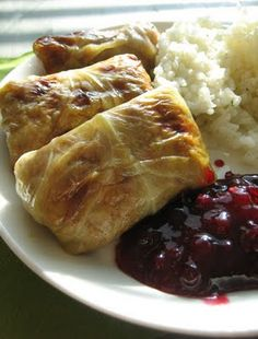 Finnish Cabbage Rolls | Kaalikaaryleet -- would have to spice up a little. The Finn idea of daring flavor is a pinch of dill in the mashed potatoes.