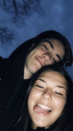 40 Sweet And Goofy Couples In Hoodies To Make You Wanna Fall In Love Right Now – Page 24 of 40 – Relationship Quotes Goofy Couples, Cute Couples Photos, Cute Couple Pictures, Cute Couples Goals, Romantic Couples, Boy Best Friend Pictures, Cute Couple Selfies, Teenage Couples, Adorable Couples