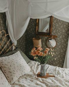 Vintage Inspired Bedroom, Bedroom Design Inspiration, Living Room Photos, Home Room Design, Happy Friday, Bedroom Decor, Bedroom Inspo, Instagram, Home Decor