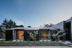 est living interiors adelaide hills home black rabbit 12 Australian Architecture, Interior Architecture, Black Cladding, Indoor Outdoor Living, Outdoor Decor, German Houses, Two Sided Fireplace, Black And White Interior, Interior Photography