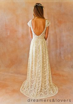 Vestido de boda BACKLESS bohemio de encaje por Dreamersandlovers