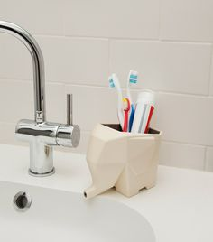Introducing… Jumbo! The cutest way to dry your cutlery! With a fun and functional aesthetic, this sink-side elephant takes the irritation ou...