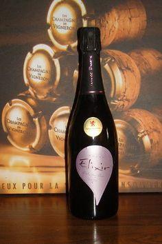Pose de la médaille Grand Or du Concours international des Vins de Lyon 2012 à la Cuvée Elixir Extra Dry