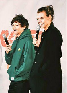 Louis Et Harry, Louis Tomlinsom, Harry 1d, One Direction Harry Styles, One Direction Pictures, Harry Styles Style, One Direction Posters, One Direction Louis Tomlinson, Larry Stylinson