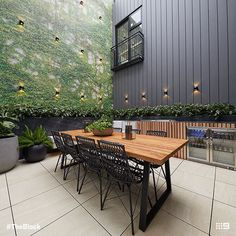 The Block courtyard reveals - The Interiors Addict Timber Feature Wall, Stone Feature Wall, Black Feature Wall, Feature Wall Design, Small Courtyard Gardens, Courtyard Design, Small Courtyards, Courtyard Ideas, Oslo