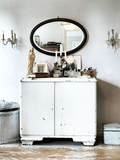 sfgirlbybay / bohemian modern style from a san francisco girl/ a little too shabby chic for my taste, but still lovely. Vintage Furniture, Painted Furniture, Tables Tableaux, Deco Addict, Interior Photography, Interiores Design, Konmari, Interior Inspiration, Interior And Exterior