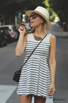 Another cute engagement pic option? Maybe with red heels/red lips and a cute messy Blake Lively-esque braid? Fashion And Beauty Tips, Passion For Fashion, Warm Outfits, Cool Outfits, Bbq Dresses, Sunnies, Showroom, Travel Dress, Zara