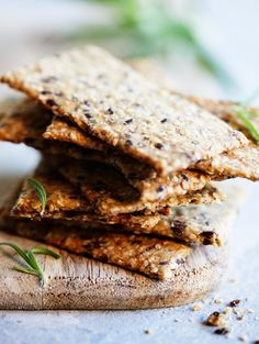A Swedish crispy flat bread, high in finer and low in fat. I eat it in the morning with cottage cheese, along with mixed fruit, a glass of vegetable juice, and a cup of coffee. Rye Bread Recipes, Baking Recipes, Cookie Recipes, Savoury Baking, Bread Baking, Bread Bun, Flat Bread, Vegan Lunches, Mixed Fruit