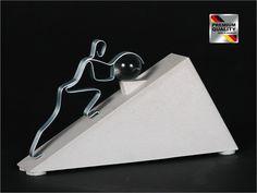 """Skulptur Figur """"LERNEN WIR VON SISYPHOS!, Sandsteinguss/ Metall"""
