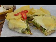 Airfryer Loempia taart - YouTube Spanakopita Recipe, Sandwiches, Snacks, Ethnic Recipes, Food, Youtube, Roll Up Sandwiches, Tapas Food, Appetizers