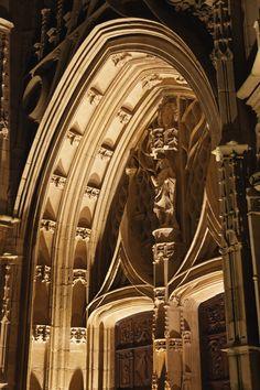 Détail du portail de la cathédrale Saint Etienne de Limoges.
