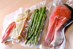 Find the best food Vacuum Sealer! Keep food fresh for longer, as good as the day you sealed it. Uses include cooking Sous Vide, quickly marinating, preserving game and seasonal produce, as well as organizing and prepping. Vacuum Packaging, Food Packaging, Serious Eats, Machine Sous Vide, Sous Vide Bags, Sous Vide Cooking, In Season Produce, Food Service Equipment, Preserving Food