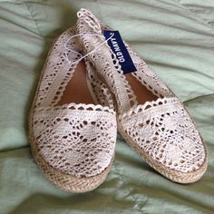 ❣FINAL PRICE❣ HPCrotchet Shoes Color is off white. Brand new with tag. Size is 8. Old Navy Shoes