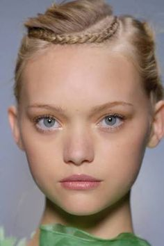 I love models with porcelain doll looks! My fave babydolls: Baby Gemma Ward (the classic one). Summer Hairstyles, Braided Hairstyles, Braided Updo, Diy Beauté, Gemma Ward, Wie Macht Man, Corte Y Color, Braut Make-up, My Hairstyle