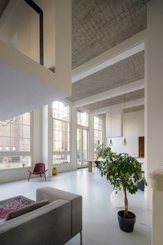 Completed in 2017 in Rotterdam, The Netherlands. Images by Rene de Wit, Jansje Klazinga. eklund_terbeek designs a spacious apartment in a former school. Rotterdam based firm eklund_terbeek architects designed a spatial loft in a former. Loft Interior Design, Interior Architecture, Interior Decorating, Rotterdam, Bright Apartment, Apartment Layout, Apartment Ideas, Apartment Therapy, Rustic Loft