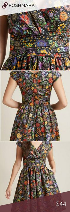 We're all marvelous here dress NEW Retrolicious gorgeous jewel tones and gold dress. Fitted waist, back zip. NWOT retrolicious Dresses Midi