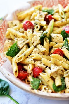 Chicken Pesto Pasta Salad has layers of amazing Italian flavors. You will love every single bite of this incredibly delicious pasta salad. Chicken Pesto Pasta Salad, Penne Pasta Salads, Pasta Salad With Spinach, Pesto Salad, Pasta Bar, Pasta Salad Italian, Pasta Salad Recipes, Pasta Dishes, Noodle Salads