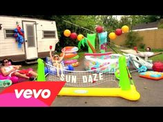 Perfect jam for your weekend! The dudes get their Sun Daze on in this chill lyric video. Sun Daze (Lyric Video) by Florida Georgia Line Country Music Videos, Country Songs, Music Is My Escape, Music Love, Blake Sheldon, Maddie & Tae, Dierks Bentley, Thomas Rhett, Florida Georgia Line