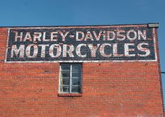 My Dad sat on the shipping docks of Harley Davidson listening to the world series with Mr William A. Davidson back in Harley Davidson History, Classic Harley Davidson, Harley Davidson Motorcycles, Vintage Motorcycles, Custom Motorcycles, Custom Bikes, Motorcycle Garage, Biker Chick, Vintage Signs