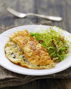 Discover recipes, home ideas, style inspiration and other ideas to try. Cheese Omelette, Omelette Recipe, Healthy Omelette, Breakfast Omelette, Omelettes, Egg Recipes, Cooking Recipes, Vegetarian Recipes, Healthy Recipes