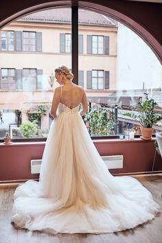 www.pixlight.no Kirkenes, One Shoulder Wedding Dress, Wedding Dresses, Fashion, Dance In, Velvet, Bride Dresses, Moda, Bridal Gowns