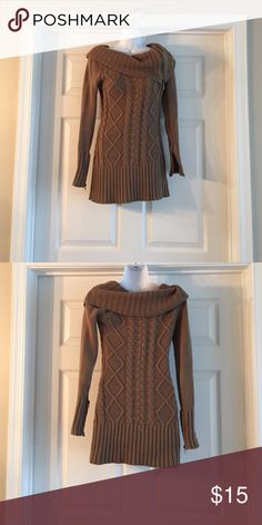 💥PRICE DROP💥 Tan guess sweater Tan Guess sweater gently used Guess Sweaters