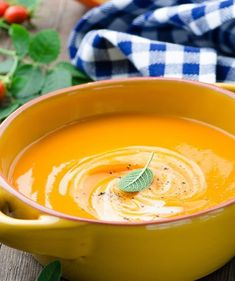 Best Pumpkin Soup Ever - with winter coming, this delicious pumpkin soup recipe will warm you from the inside out on those colder nights Yummy, but stick blender does not get it smooth enough. Best Pumpkin Soup Recipe, Paleo Pumpkin Recipes, Fall Recipes, Wine Recipes, Cooking Recipes, Healthy Recipes, Pumkin Soup, Pumpkin Cream Soup, Skinny Recipes